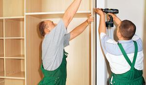 KROK IV - Przykręcanie tylnej ściany i obramowania
